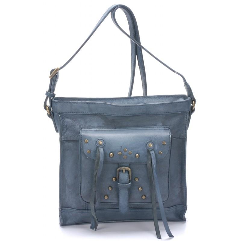 aaf44691b4 Estampillé du logo de la marque Arthur & Aston aussi bien à l'intérieur  qu'à l'extérieur, ce sac bandoullière en cuir ciré possède une couleur très  douce ...