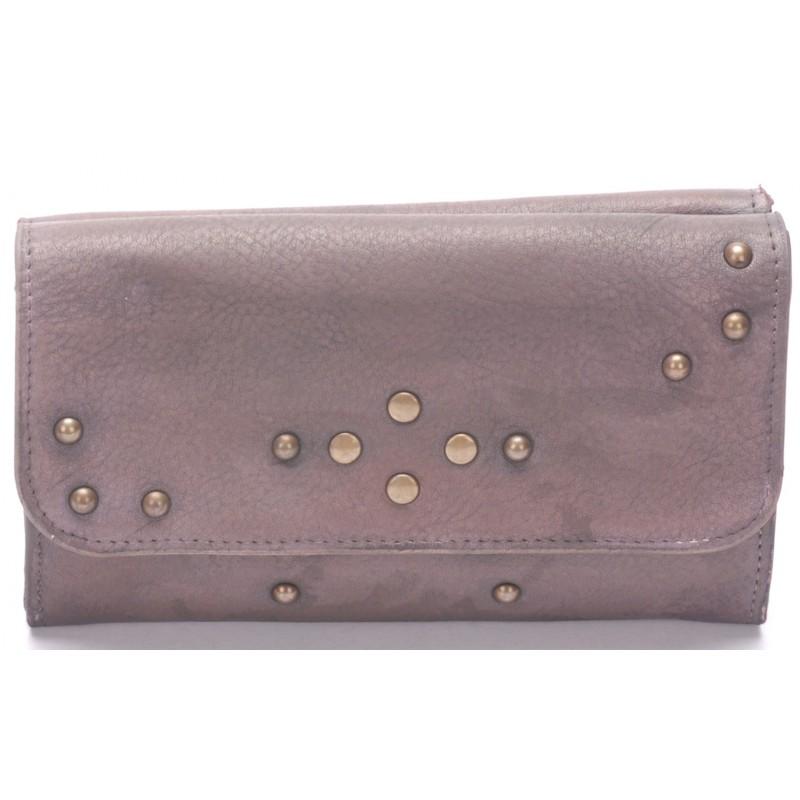 Vous allez adorer ce portefeuille Arthur   Aston pour son cuir de vachette  effet vintage et ses détails métalliques. Son cuir de vachette a été ciré à  la ... fc86d12ed69